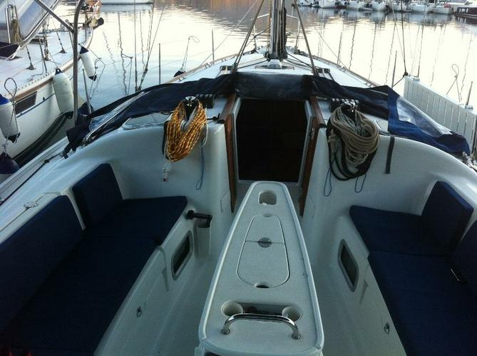 Discover Aegean surroundings on this Cyclades 39.3 Bénéteau boat