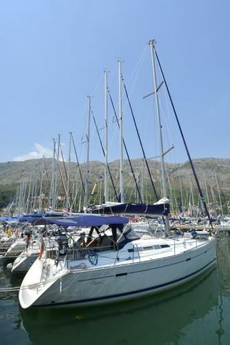 This 39.0' Bénéteau cand take up to 8 passengers around Dubrovnik region