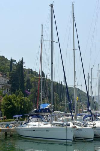 Discover Dubrovnik region surroundings on this Oceanis Clipper 393 Bénéteau boat