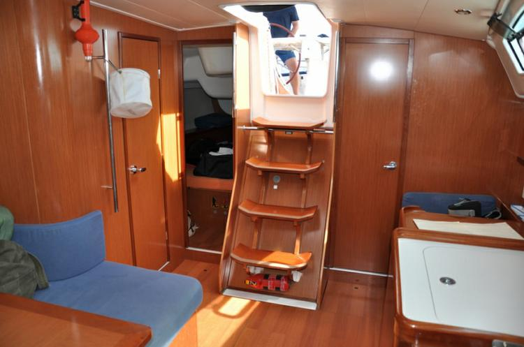 Discover Šibenik region surroundings on this Oceanis 40 Bénéteau boat