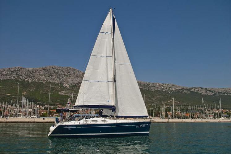 This 39.0' Bénéteau cand take up to 8 passengers around Split region