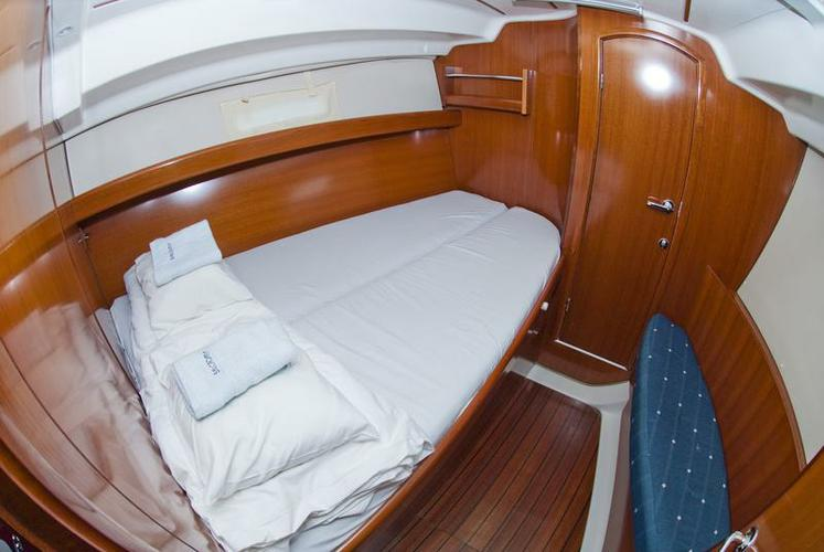 Discover Split region surroundings on this Oceanis Clipper 393 Bénéteau boat