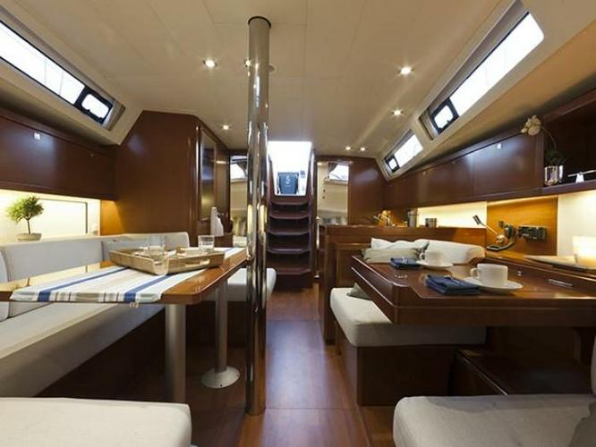 Discover Saronic Gulf surroundings on this Oceanis 41 Bénéteau boat