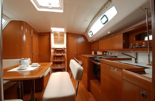 Discover Campania surroundings on this Oceanis 43 Bénéteau boat