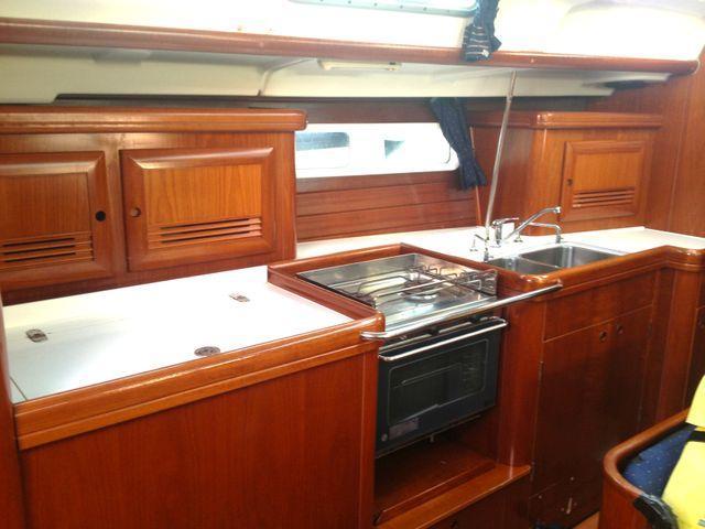 Discover Primorska  surroundings on this Oceanis Clipper 423 Bénéteau boat