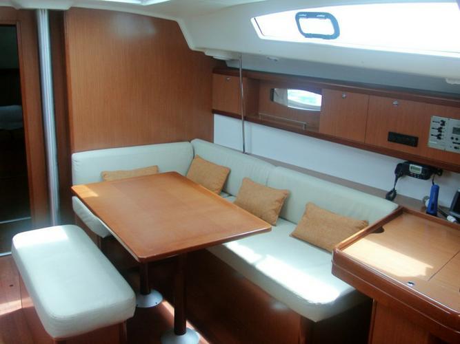 Boat for rent Bénéteau 42.0 feet in Marina Alimos (Kalamaki),