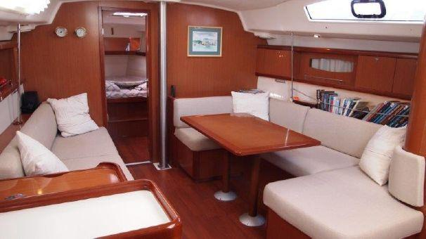 This 43.0' Bénéteau cand take up to 8 passengers around Aegean