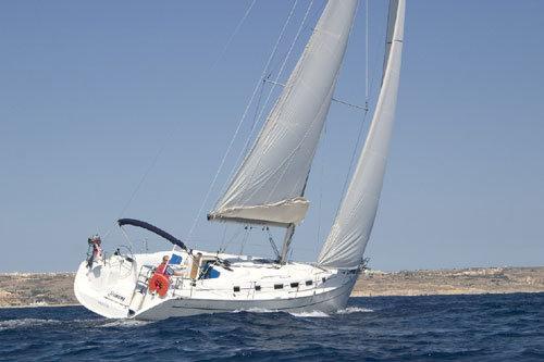 Jump aboard this beautiful Bénéteau Cyclades 43.3