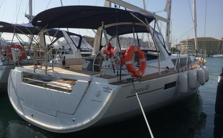 Enjoy luxury and comfort on this Bénéteau Oceanis 45 in Sicily