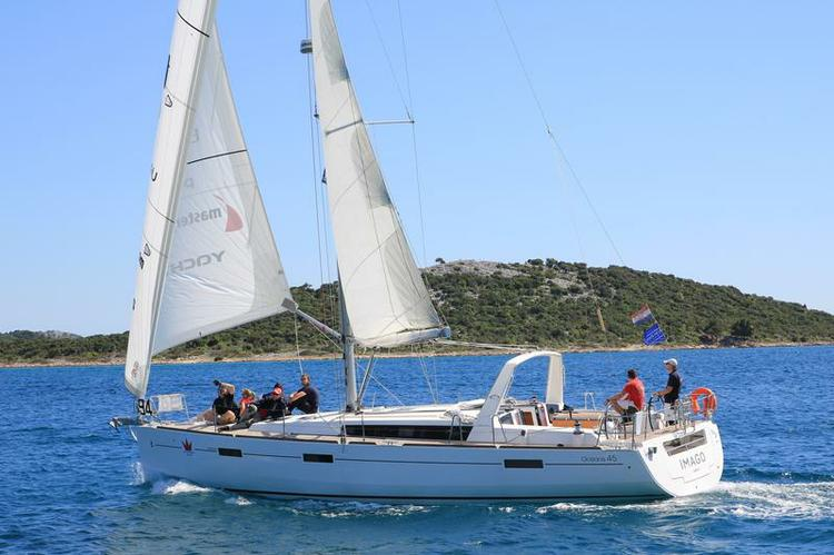 This 45.0' Bénéteau cand take up to 8 passengers around Šibenik region