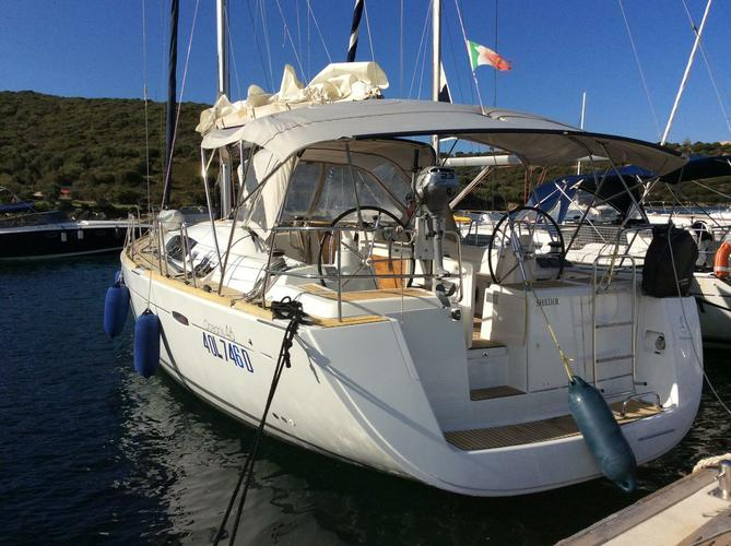 Discover Balearic Islands surroundings on this Oceanis 46 Bénéteau boat