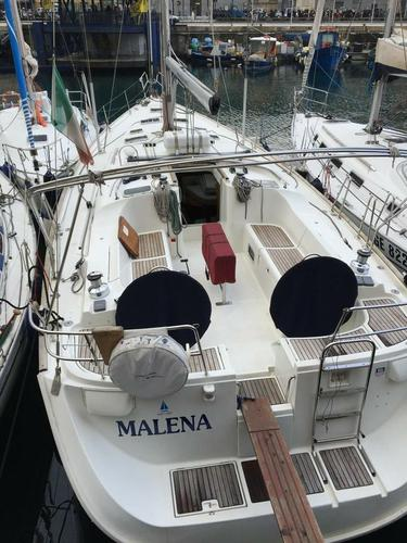 Sail the waters of Liguria on this comfortable Bénéteau
