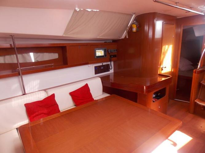 Discover Saronic Gulf surroundings on this Oceanis 46 Bénéteau boat