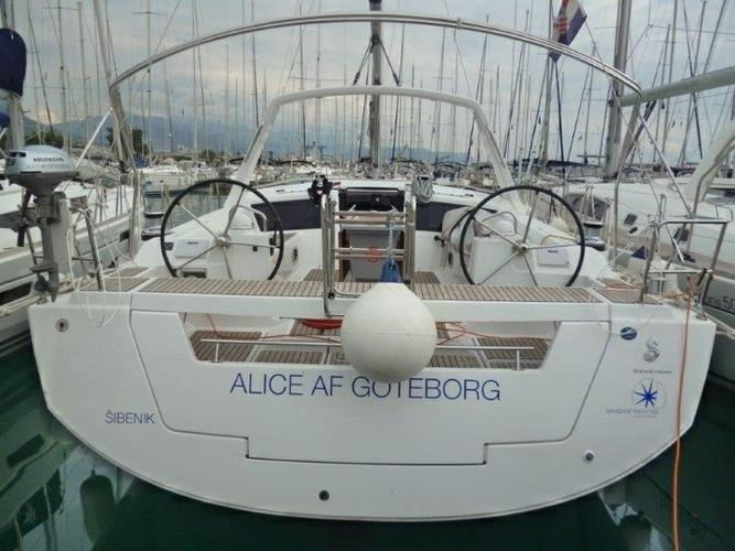 Charter this amazing Bénéteau Oceanis 48 in Split region