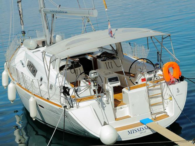 Take this Bénéteau Oceanis 50 Family for a spin !