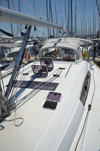 This 50.0' Bénéteau cand take up to 11 passengers around Zadar region