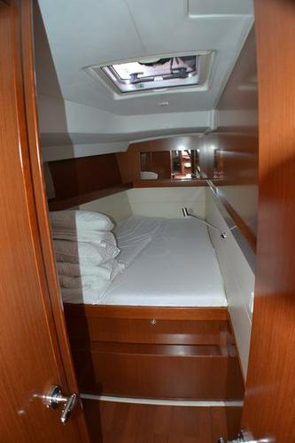 Discover Zadar region surroundings on this Oceanis 50 Family Bénéteau boat