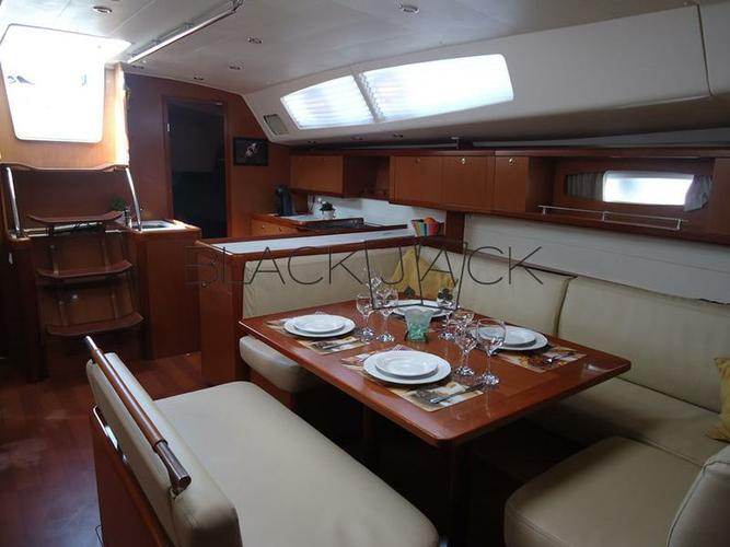 This 54.0' Bénéteau cand take up to 10 passengers around Saronic Gulf