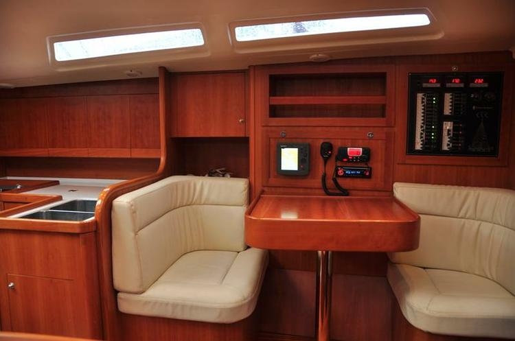 Discover Split region surroundings on this Comet 45s Comar Yachts boat