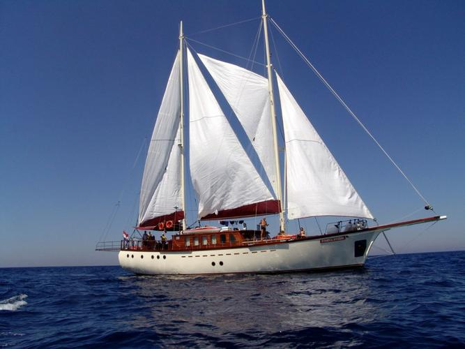 Sail the waters of Split region on this comfortable Custom Made