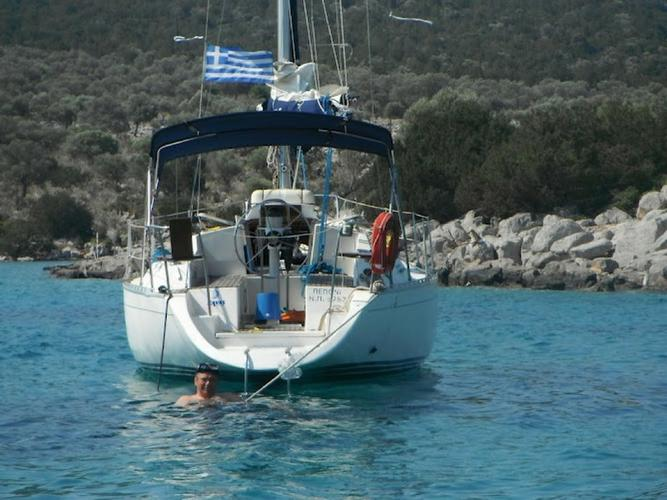 Sail the waters of Saronic Gulf on this comfortable Dromor