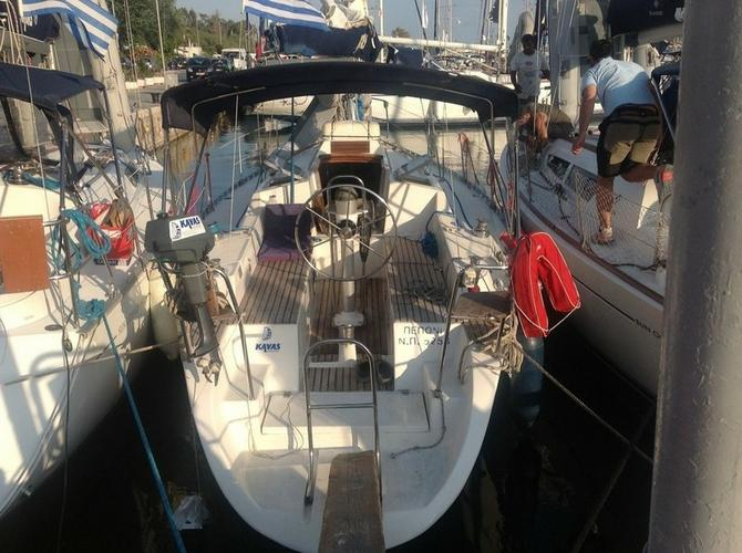 Discover Saronic Gulf surroundings on this Discovery 3000 Plus Dromor boat