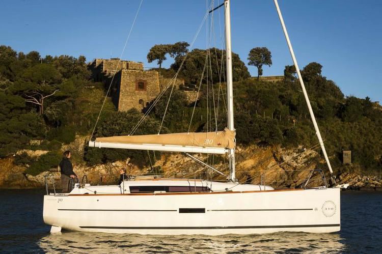 Charter this amazing Dufour Yachts Dufour 310 GL in Veneto
