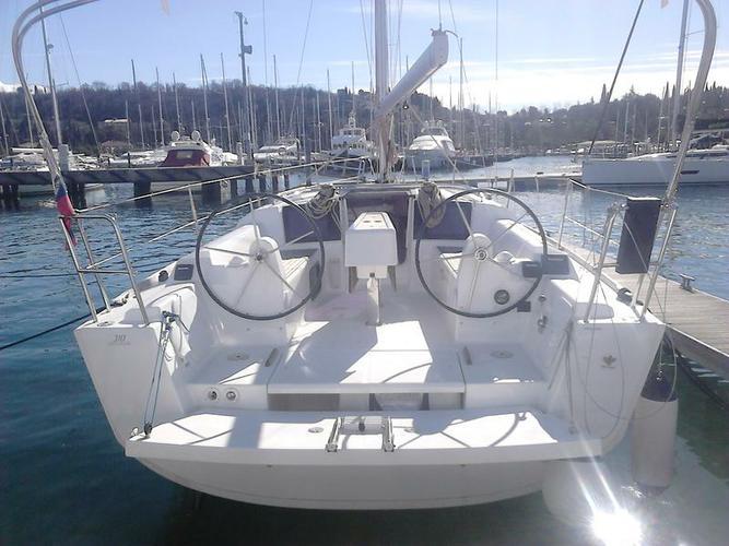 Dufour Yachts's 31.0 feet in Primorska