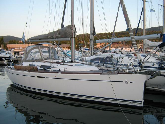 This 34.0' Dufour Yachts cand take up to 6 passengers around Macedonia