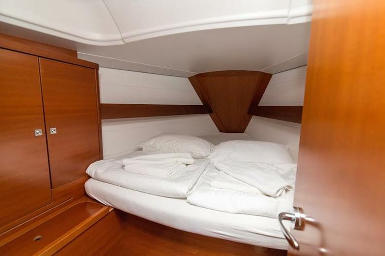 Discover Šibenik region surroundings on this Dufour 34 Dufour Yachts boat