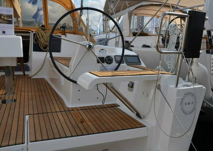 This 36.0' Dufour Yachts cand take up to 7 passengers around Aegean