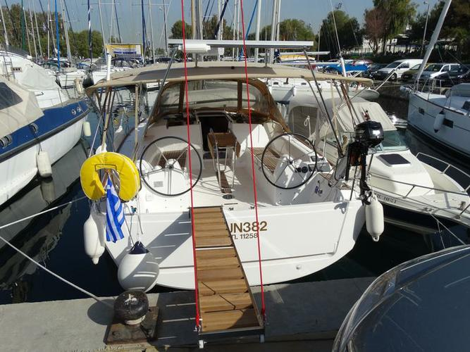 This 36.0' Dufour Yachts cand take up to 7 passengers around Saronic Gulf