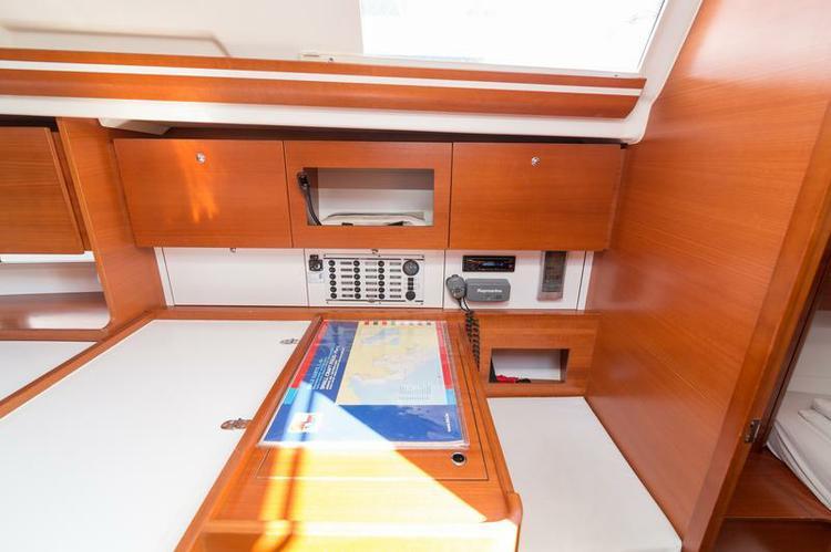 Discover Šibenik region surroundings on this Dufour 375 GL Dufour Yachts boat