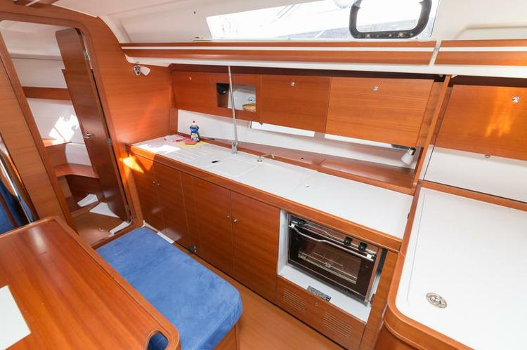 This 36.0' Dufour Yachts cand take up to 8 passengers around Šibenik region