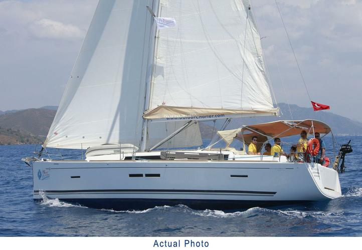 This 39.0' Dufour Yachts cand take up to 8 passengers around Aegean