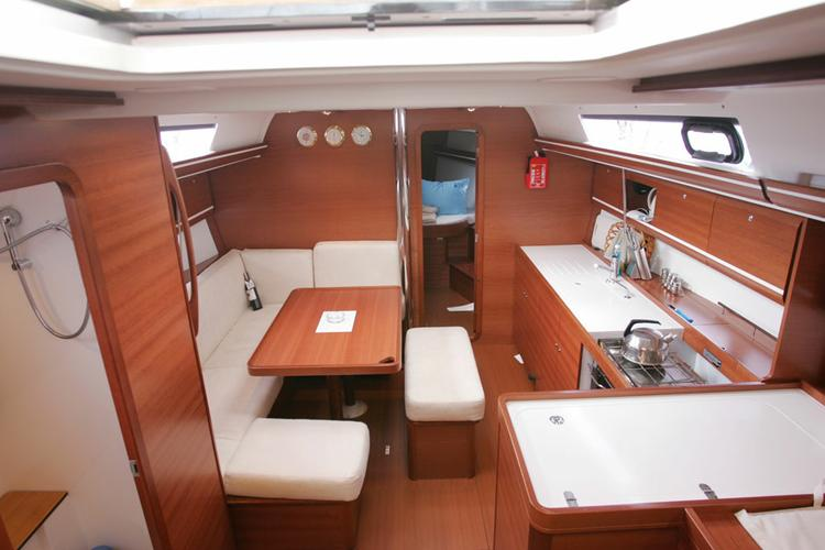 Dufour Yachts's 39.0 feet in Aegean