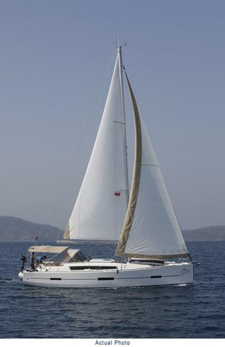 This 40.0' Dufour Yachts cand take up to 8 passengers around Aegean