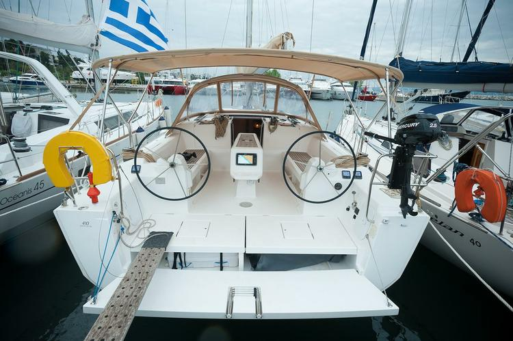 This 40.0' Dufour Yachts cand take up to 8 passengers around Macedonia