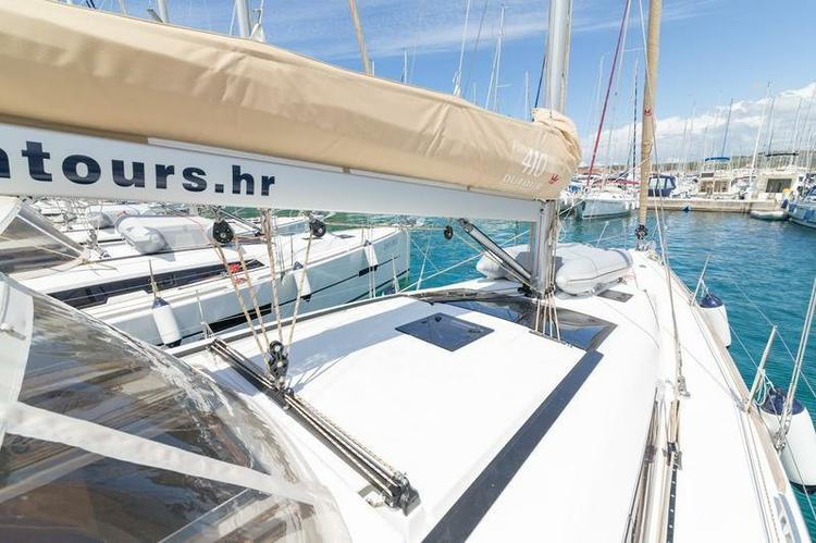 Discover Šibenik region surroundings on this Dufour 410 GL Dufour Yachts boat