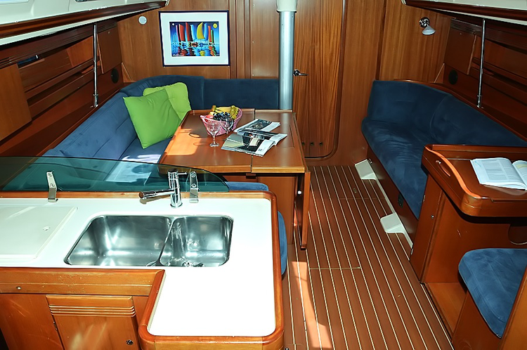 This 44.0' Dufour Yachts cand take up to 10 passengers around Istra