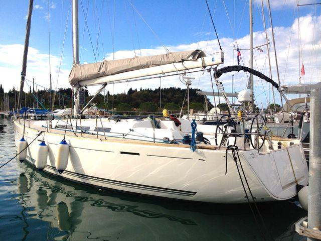 Take this Dufour Yachts Dufour 45E for a spin !