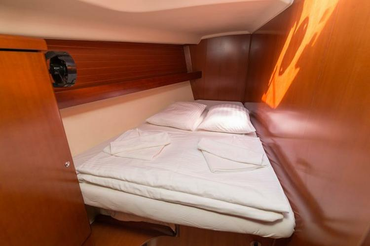 Discover Šibenik region surroundings on this Dufour 455 GL Dufour Yachts boat