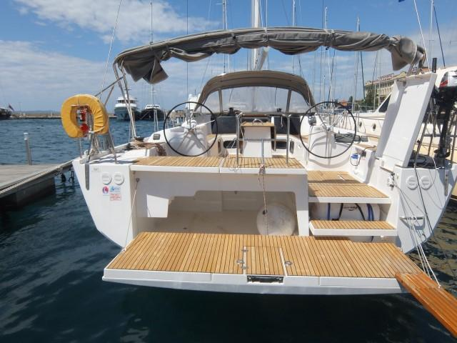 Up to 12 persons can enjoy a ride on this Dufour Yachts boat