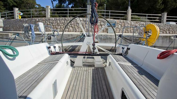 Discover Kvarner surroundings on this Elan 340 Elan Marine boat