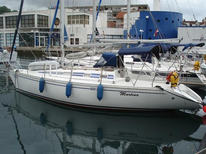 Discover Zadar region surroundings on this Elan 331 Elan Marine boat