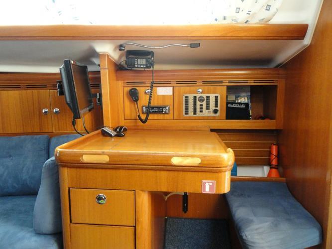 This 34.0' Elan Marine cand take up to 6 passengers around Istra