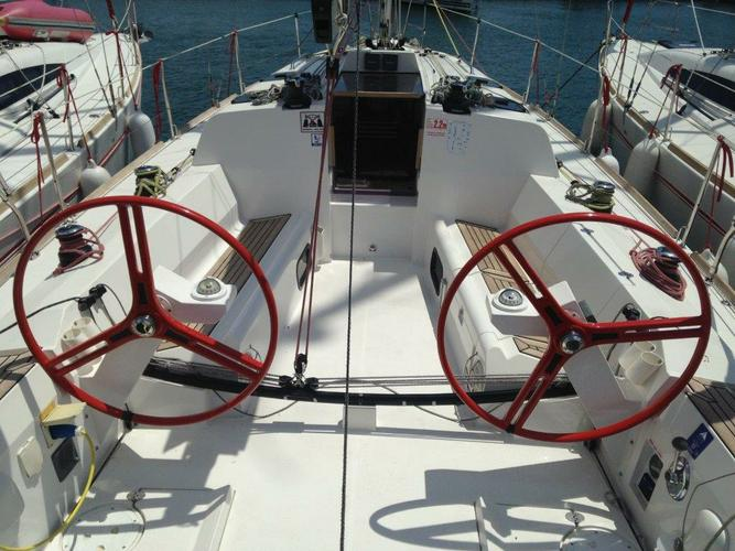This 34.0' Elan Marine cand take up to 8 passengers around Zadar region