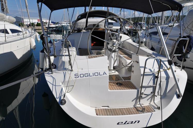 This 35.0' Elan Marine cand take up to 8 passengers around Zadar region