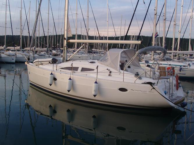 This Elan Marine Elan 384 Impression is the perfect choice