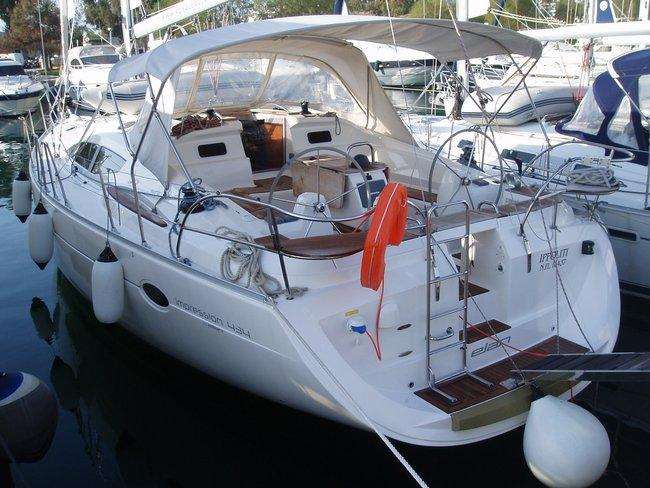 This 43.0' Elan Marine cand take up to 10 passengers around Ionian Islands